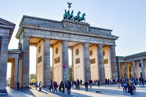 Brand front of the brandenburg gate 5117579 1920